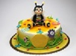 torta-in-pasta-di-zucchero-per-bambini-con-ape